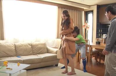 Cậu con trai mới lớn và mẹ kế trẻ xinh đẹp dâm đãng Yui Oba