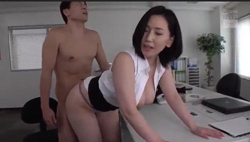 Ai Sayama nữ giám đốc cuồng dâm và những anh chàng nhân viên may mắn