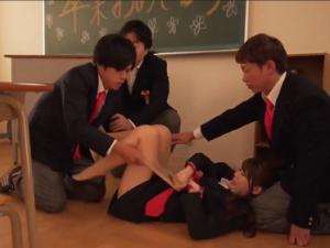 Tỏ tình không thành cậu học trò lên kế hoạch hiếp dâm tập thể cô giáo Minami Aizawa